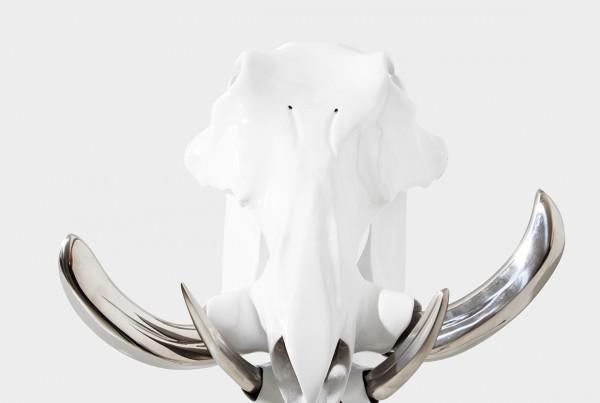 DANIAUX PIGOT Extrémiste Hindou - Os, polyester, acier inoxydable et peinture carrosserie - 28 x 36 x 18 cm---daniaux-pigotARTJAWS